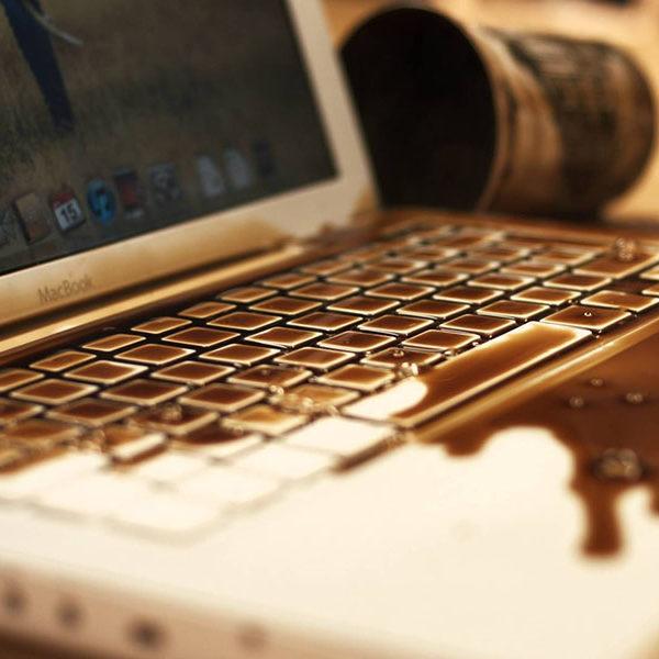 Залитие ноутбука: что делать?